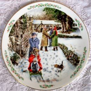 Royal Doulton Family Christmas Plate 1992