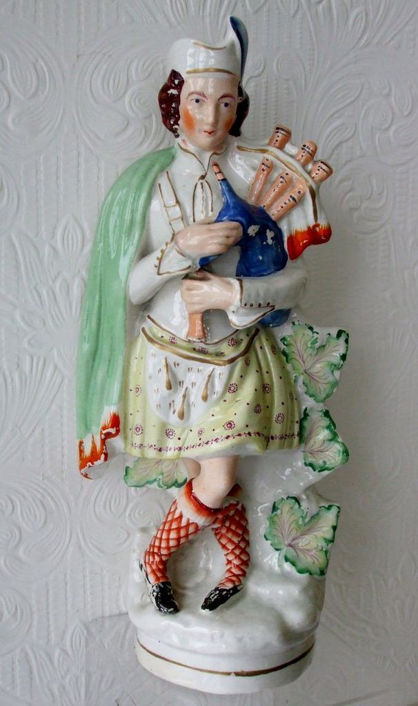 Staffordshire Figure Highland Piper H 1632