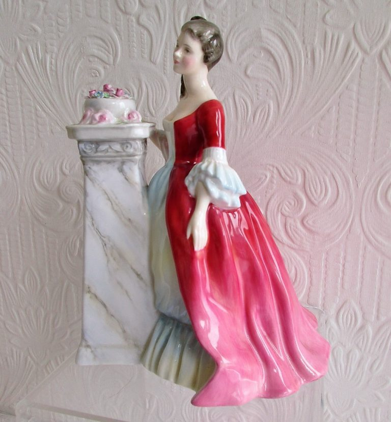 Royal Doulton Figurine Rendezvous HN 2212