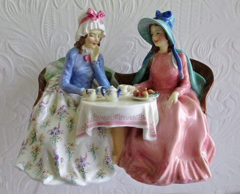 Royal Doulton Figurine Afternoon Tea HN 1747